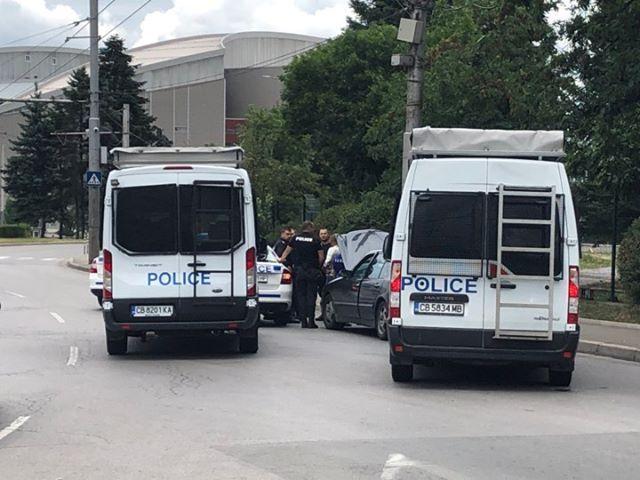 снимка 1 Въоръжен грабеж е извършен на пътя край Елин Пелин