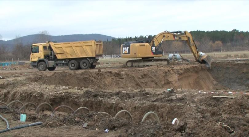 """Багери са разкопали голям терен на къмпинг """"Градина"""", сигнализираха природозащитници."""