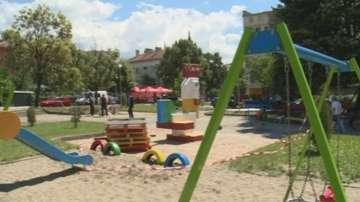 Доброволци възстановиха градинка в Сандански