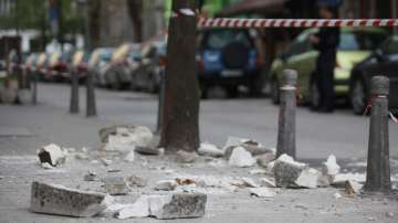 Част от тераса се срути в центъра на София, няма пострадали