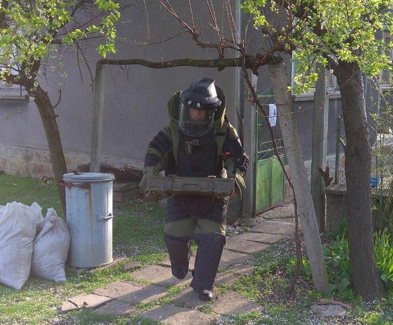 военнослужещи иззеха невзривен боеприпас село крумово