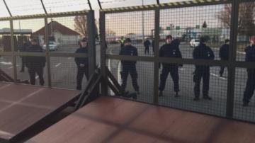 Унгария временно затвори границата си със Сърбия заради миграционен натиск