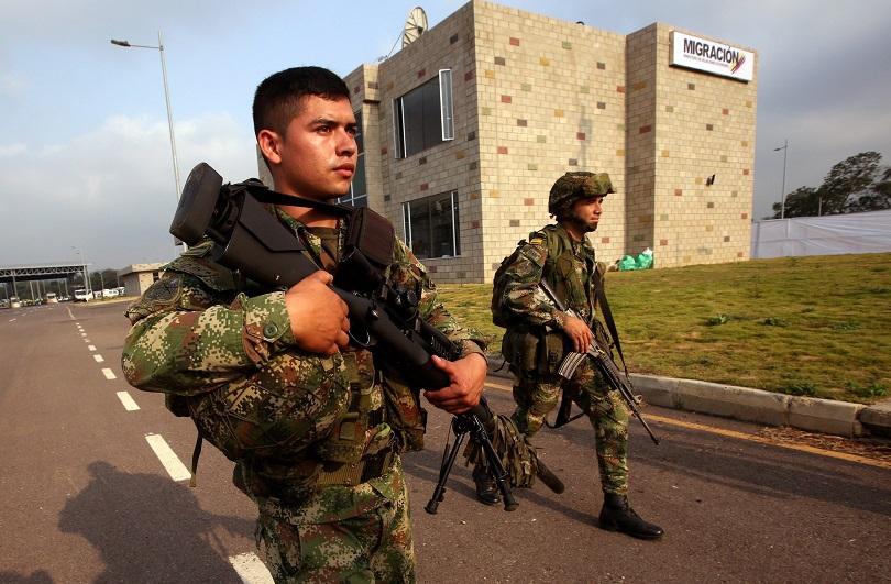 Снимка: Един човек загина при сблъсъци след затваряне на границата Венецуела - Бразилия