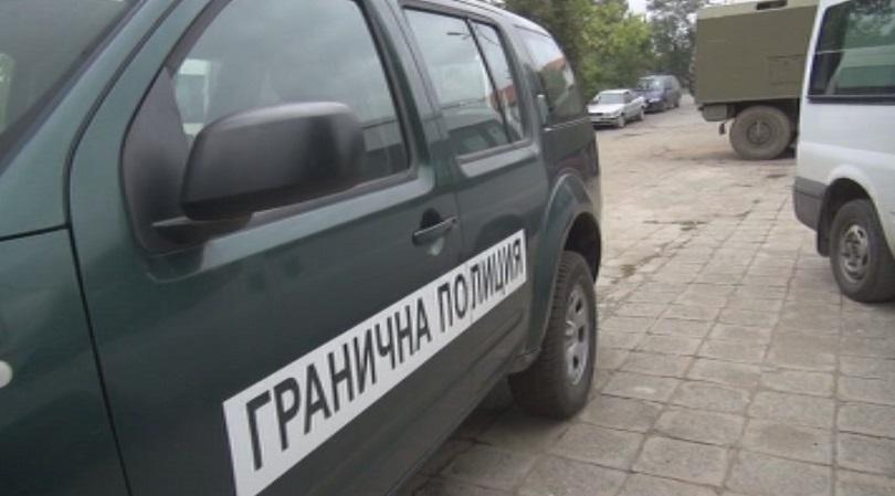 Задържаха трима афганистански каналджии в Бургаско