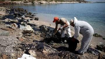 Екологична катастрофа във водите на гръцкия остров Саламина