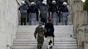 Гърците излязоха на протест срещу нови мерки за икономии