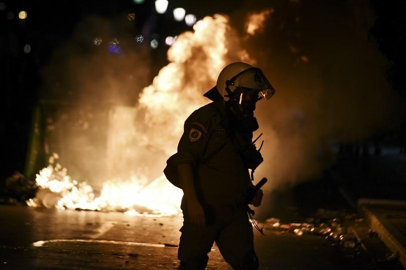 8 души са задържани след протестите в Солун