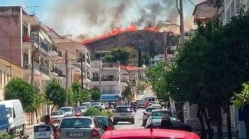 Повече от 50 горски пожара бушуват в Гърция