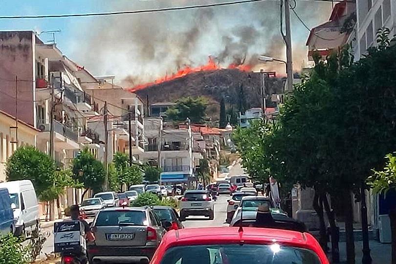 повече горски пожара бушуват гърция