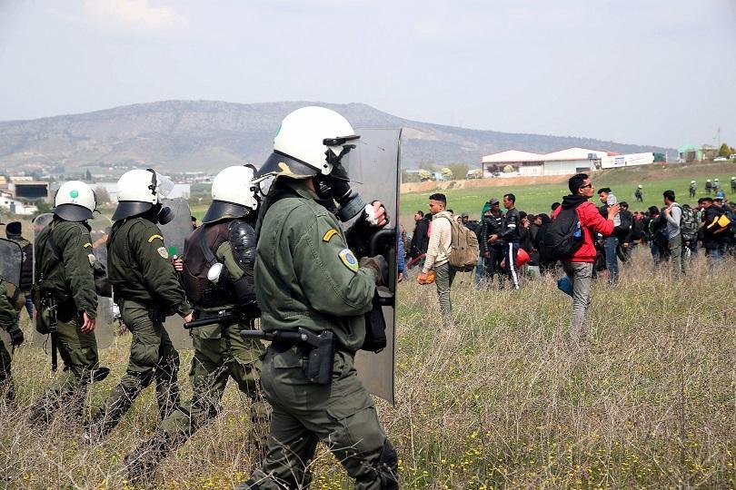 Гръцкото правителство ще изпрати 400 военни, които да се борят