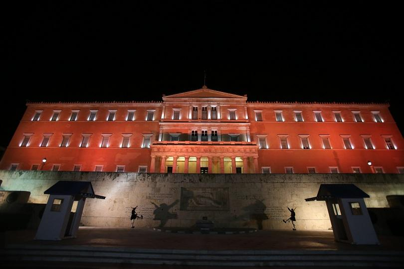 рестрикции влизат гръцкия парламент