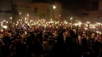 Факелно шествие на карнавал на гръцкия остров Наксос (СНИМКИ)