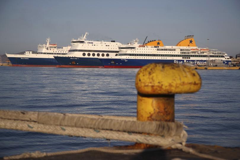 силен вятър прекъсна фериботните връзки островите закинтос кефалония