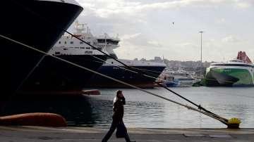 Гръцката полиция е арестувала 32-ма турски граждани в надуваема лодка
