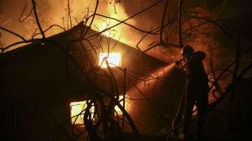 Големи пожари отново бушуват в Гърция