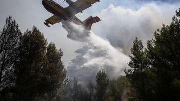 Извънредно положение и евакуации заради пожарите в Гърция