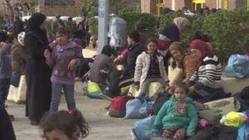 Хиляди бежанци остават блокирани в Гърция