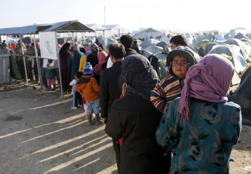 бежанци блокираха магистрала атина заради лоши условия лагера