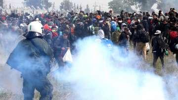 Напрежение между полиция и мигранти в района на Солун