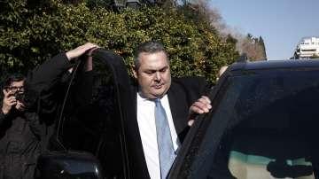 Гръцкият министър на отбраната подава оставка заради договора с Македония