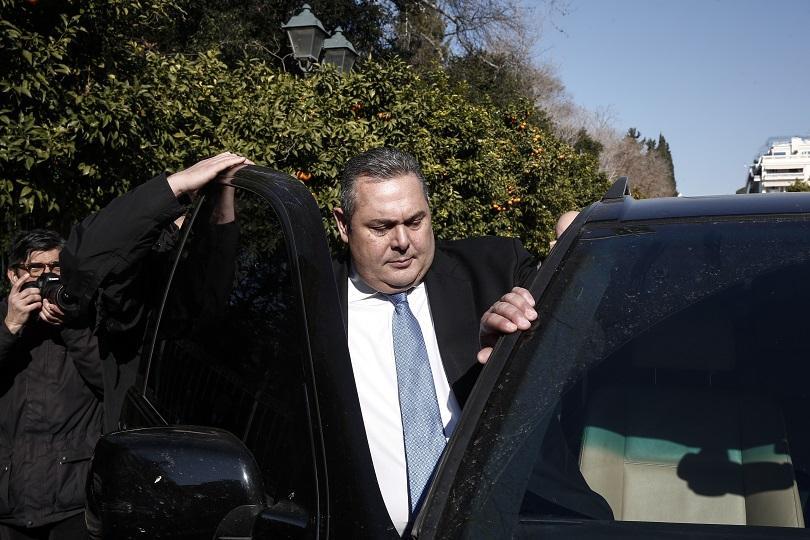 гръцкият министър отбраната подава оставка заради договора македония