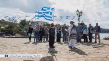 Манифестация с един участник на националния празник на Гърция на остров Арки