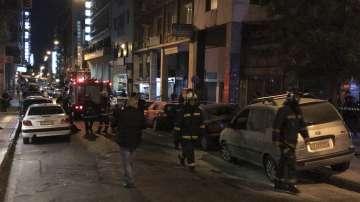 Четирима полицаи бяха ранени при нападение над полицейски участък в Атина