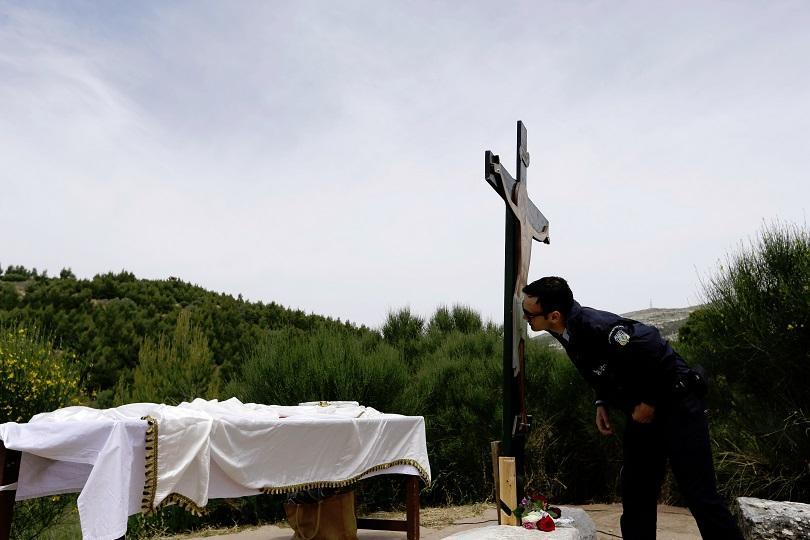 снимка 6 Православният свят отбелязва деня на Христовите страдания