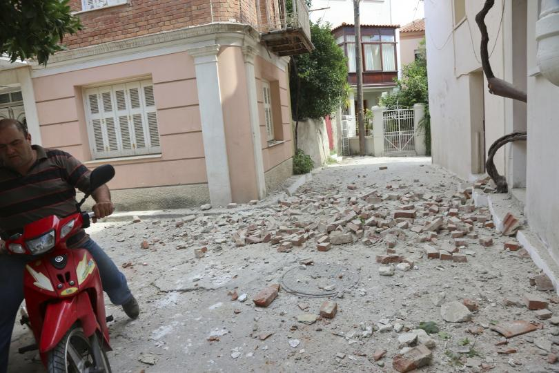 снимка 1 10 души са ранени при земетресението, което разтърси Гърция и Турция