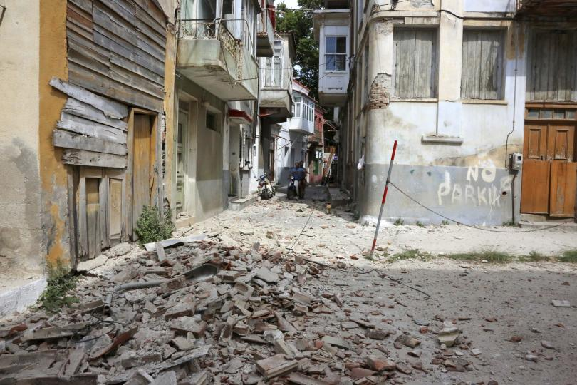 души ранени земетресението разтърси гърция турция