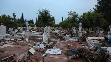 От нашия пратеник в Гърция: Продължава отводняването на къщите в Мандра