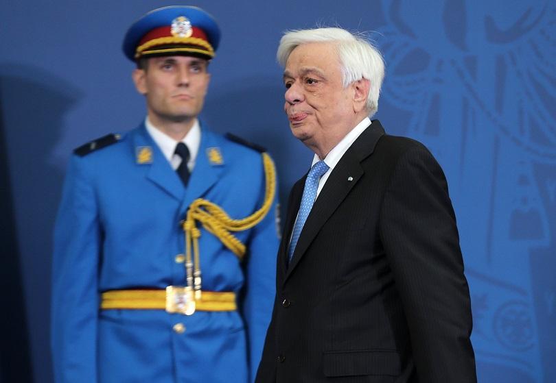 самолетът гръцкия президент кацна аварийно крит