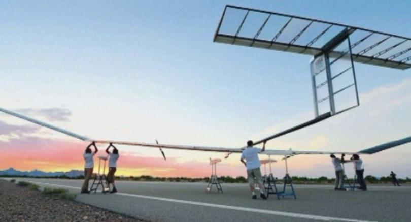 С размах на крилете от 35 метра и слънчево захранване,