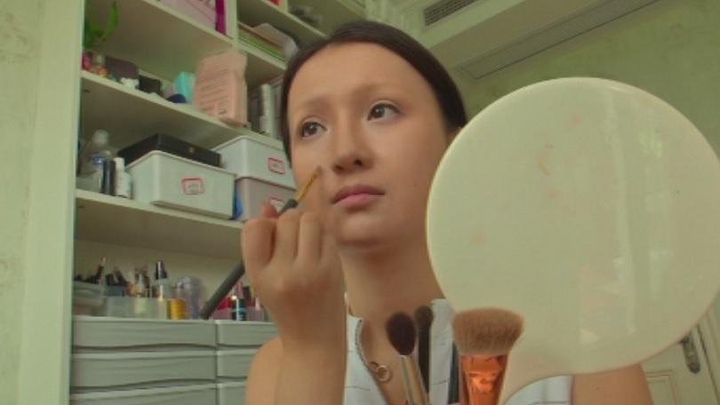 Китайска гримьорка прави шеметна кариера благодарение на умението си да