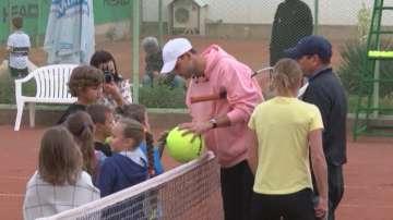 Григор Димитров се срещна с млади тенисисти в Хасково