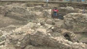 Откриха уникална гробница със стенописи по време на ремонта на ул. Московска