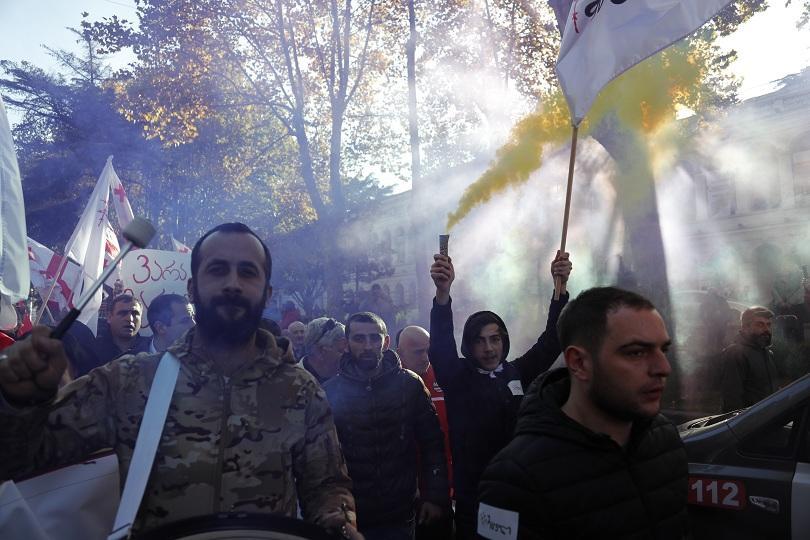 Десетки хиляди привърженици на опозицията излязоха на протест в Грузия,