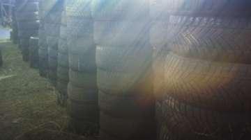 Младежи преобразяват двор на столична детска градина със стари автомобилни гуми