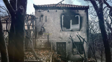 Гърция ще събори хиляди незаконни постройки след смъртоносните пожари