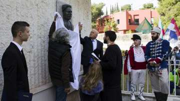Паметна плоча на Васил Левски бе открита в посолството на България в Атина
