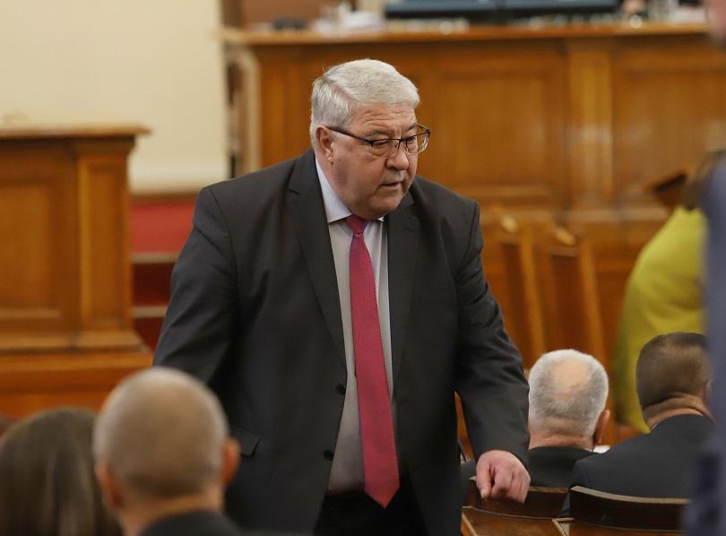 Заседанието на парламента започна с налагане на наказание