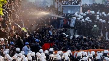 В Хамбург избухнаха сблъсъци между полицията и протестиращи срещу Г-20
