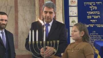 Президентът запали основната свещ за Ханука в Софийската синагога