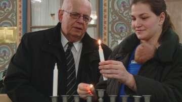 Еврейската общност в Пловдив запали първата свещ на Ханука
