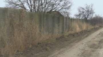 Почти готова е оградата на бежанския лагер в Харманли