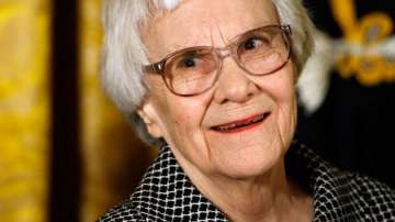 Почина писателката Харпър Ли