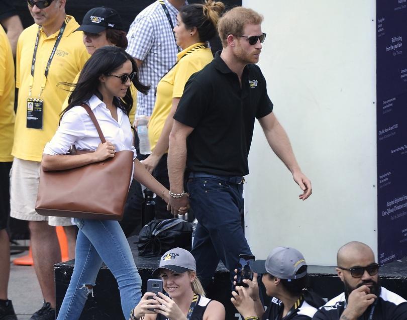 снимка 1 Британският принц Хари се появи за първи път с приятелката си (СНИМКИ)
