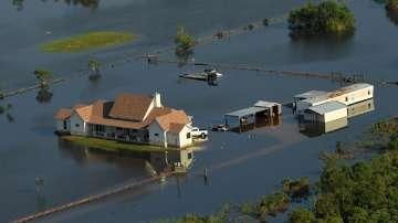 Положението в наводнените от Харви щати е все още тежко