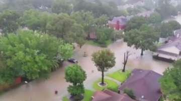Американски знаменитости помагат на град Хюстън след урагана Харви
