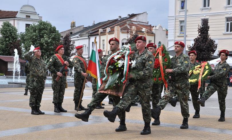 Из цялата страна честваха Гергьовден и Деня на храбростта (СНИМКИ)